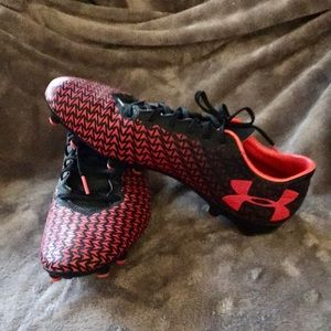 NWOT Under Armour soccer shoes